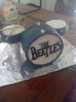 Easy Birthday Cake Ideas on Beatles Drumset Cake