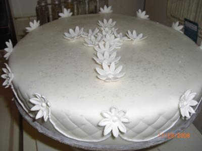 White Cross and Daisy Cake