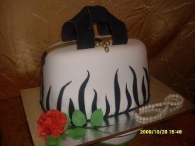 Handbug Cake