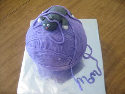 Yarnball with Kitty Cake