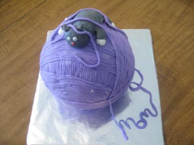 Yarnball with Kitty Cake