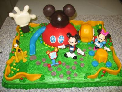 This Mickey Mouse Clubhouse cake I made from three parts.