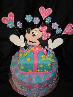 Minnie Mouse Present Cake