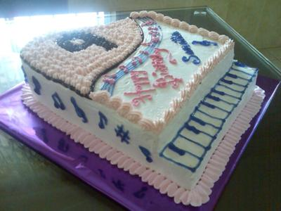 Happy Birthday Savannah!!! Piano-birthday-cake-35674
