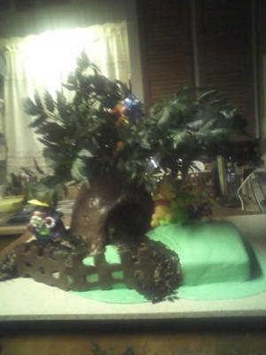 Pooh's Tree House Cake